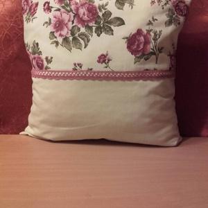 Díszpárna 1, Lakberendezés, Otthon & lakás, Lakástextil, Párna, Varrás, 40x40 cm vintage stílusú díszpárna romantikus csipke betéttel szivacs töltetű., Meska