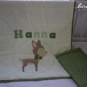 Hanna ágynemű őzikével, Otthon & Lakás, Patchwork, foltvarrás, Varrás, 2 részes babaszett Hanna felirattal és egy őzikével, zöld-bézs kombinációból. Méretéből adódóan egés..., Meska