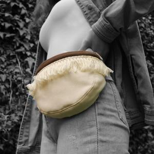 Krém rojtos övtáska, Övtáska, Táska & Tok, Varrás, Vastag vászonból készült, praktikus viselet. Belül cipzáras zseb található.\nA műanyag csattal. karab..., Meska