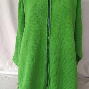 Poncsó, Táska, Divat & Szépség, Ruha, divat, Női ruha, Poncsó, Kötés, Női poncsó, zöld színben.\nPamut alapú finom puha fonalból, kézzel kötöttem. Nem túl vastag szálú,így..., Meska