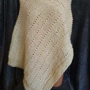 Női poncsó, Ruha & Divat, Női ruha, Poncsó, Kézzel kötöttem ezt a gyapjú alapú,pihe puha, krémszínű, női poncsót. Mérete:M-L Belebújós. Szélessé..., Meska