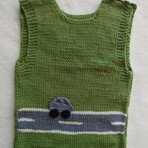 Kisfiú mellény, Ruha & Divat, Férfi ruha, Mellény, Kötés, Kézzel kötöttem ezt a pamut alapú, zöld fonalból készült mellényt.\nMutatós autós mintával.\nMérete:86..., Meska