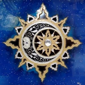 """Naphoz Holddal  (üvegfestmény), Képzőművészet, Otthon & lakás, Festmény, Lakberendezés, Falikép, Festészet, Üvegművészet, \""""Egy házam van, annak az égbolt a teteje\nPadló a végtelen föld, falak nincsenek.\nApám a nap, a hold ..., Meska"""