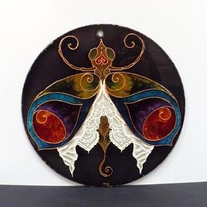 Csipkés szoknyás hölgybogár (üvegfestmény, üvegkép, festmény), Képzőművészet, Otthon & lakás, Festmény, Dekoráció, Kép, Festészet, Üvegművészet, Kézzel vágott-csiszolt, 19 cm-es üveglapra, saját minta alapján festett, fantáziabogarat ábrázoló üv..., Meska