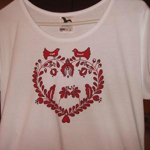 Kézzel festett pamut póló , Ruha & Divat, Póló, felső, Női ruha, 100 % pamut pólóra festem ,elő rajzolás nélkül . Textil festékkel ,száradás után vasalással fixálom ..., Meska