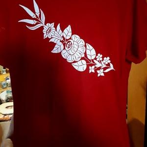 Kalocsai kézzel festett póló ., Ruha & Divat, Póló, felső, Női ruha, Szabad kézzel festem ,eredeti kalocsai minta alapján . Száradás után vasalással fixálom . Mosógépben..., Meska