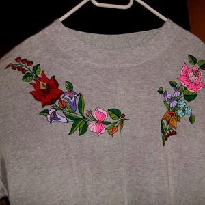 Kalocsai kézzel festett pamut póló ., Ruha & Divat, Póló, felső, Női ruha, Szabad kézzel festem ,eredeti kalocsai minta alapján . Száradás után vasalással fixálom . 100% pamut..., Meska