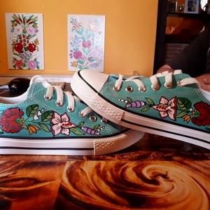 Kalocsai kézzel festett cipő ., Ruha & Divat, Cipő, Cipő & Papucs, Szabad kézzel festem ,eredeti kalocsai minta alapján . Vasalással fixálom ,mosógépben is mosható . M..., Meska