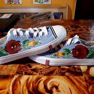 Kalocsai kézzel festett cipő ., Ruha & Divat, Cipő, Cipő & Papucs, Szabad kézzel festem eredeti kalocsai minta alapján . Száradás után vasalással fixálom . Mosógépben ..., Meska