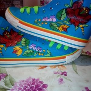 Kalocsai kézzel festett cipő ., Ruha & Divat, Cipő, Cipő & Papucs, Szabad kézzel festem ,eredeti kalocsai minta alapján . A cipő mosógépben mosható . Mérete : 39 -es  ..., Meska