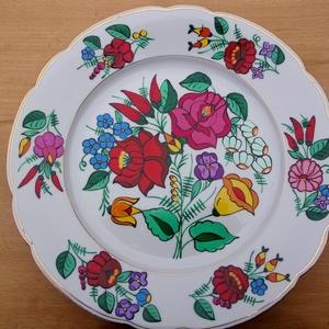 Kalocsai kézzel festett porcelán tál ., Otthon & lakás, Dekoráció, Konyhafelszerelés, Festett tárgyak, Szabad kézzel festem ,eredeti kalocsai minta alapján .\nKi égetem ,mosogató gépben mosogatható .\nMére..., Meska