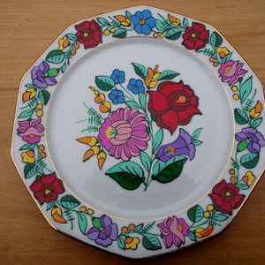 Kalocsai kézzel festett porcelán tányér ., Otthon & lakás, Dekoráció, Konyhafelszerelés, Festett tárgyak, Szabad kézzel festem ,eredeti kalocsai minta alapján .\nKi égetem ,mosogató gépben mosogatható ,\nMére..., Meska