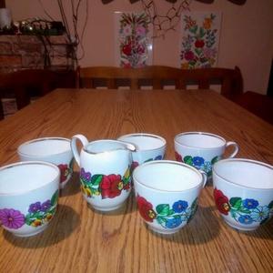 Kalocsai kézzel festett porcelán kávés készlet ,tej ki öntövel 6 db , Otthon & Lakás, Konyhafelszerelés, Bögre & Csésze, Szabad kézzel festem ,eredeti kalocsai minta alapján . Száradás után ki égetem ,mosogatható ., Meska