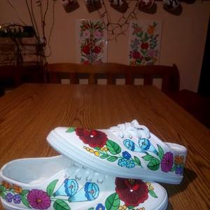 Kalocsai kézzel festett cipő , Ruha & Divat, Cipő & Papucs, Cipő, Szabad kézzel festem ,eredeti kalocsai minta alapján . Mosogépben mosható . Mérete : 37 -es , Meska