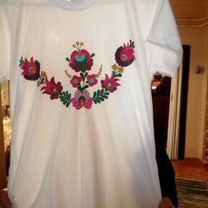Kalocsai kézzel festett pamut póló , Ruha & Divat, Női ruha, Póló, felső, Szabad kézzel festem ,eredeti kalocsai minta alapján . Mosható ,jó minöségü póló formatartó . Mérete..., Meska