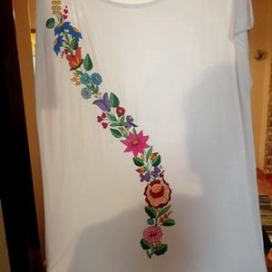 Kalocsai kézzel festett pamut póló ruha ., Ruha & Divat, Női ruha, Ruha, Szabad kézzel festem ,eredeti kalocsai minta alapján . Mosható ,jó minöségü póló ruha formatartó . M..., Meska