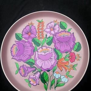 Kalocsai kézzel festett kő tál ., Otthon & Lakás, Konyhafelszerelés, Szabad kézzel festem eredeti kalocsai minta alapján . Ki égetem ,mosogatható. Mérete :28 cm , Meska