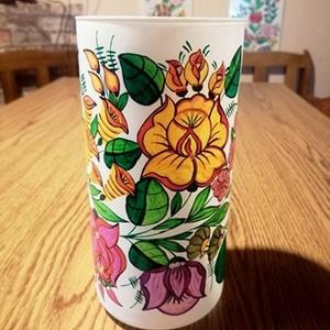 Kalocsai kézzel festett üveg váza , Otthon & Lakás, Dekoráció, Váza, Szabad kézzel festem ,eredeti kalocsai minta alapján . Ki égetem . Mérete :19 cm , Meska