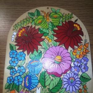 Kalocsai kézzel festett fa deszka ., Otthon & Lakás, Dekoráció, Falra akasztható dekor, Szabad kézzel festem ,eredeti kalocsai minta alapján . Mérete : 22 cm , Meska