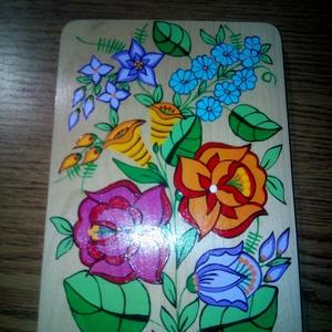 Kalocsai kézzel festett fa deszka ., Otthon & Lakás, Dekoráció, Falra akasztható dekor, Szabad kézzel festem ,eredeti kalocsai minta alapján . Mérete : 23 cm ., Meska
