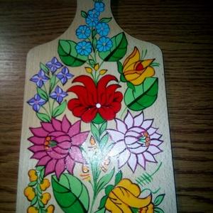 Kalocsai kézzel festett fa deszka ., Otthon & Lakás, Dekoráció, Falra akasztható dekor, Szabad kézzel festem ,eredeti kalocsai minta alapján . Mérete : 33 cm , Meska