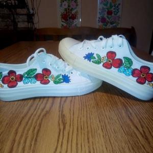 Kalocsai kézzel festett cipő , Ruha & Divat, Cipő & Papucs, Cipő, Szabad kézzel festem ,eredeti kalocsai minta alapján . Mosogépben mosható . Mérete : 37 -es ., Meska