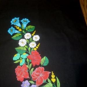 Kalocsai kézzel festett pamut táska ., Táska & Tok, Kézitáska & válltáska, Kézitáska, Szabad kézzel festem ,eredeti kalocsai minta alapján . Mosható .Jó minözégü pamut . Mérete : 33 ×40 ..., Meska