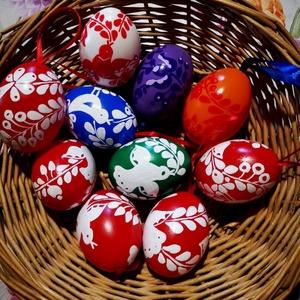 Kézzel festett müanyag tojás 6 cm 10 db , Otthon & Lakás, Dekoráció, Szabad kézzel festem ,magyaros minta alapján . Lakkozásal fíxálom ., Meska