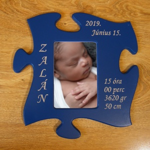 Puzzle alakú fa baba fényképkeret, egyedi felirattal) kép nélkül, Otthon & Lakás, Képkeret, Dekoráció, Különleges szobadekoráció. Puzzle alakú fali baba újszülött képkeret egyedi CNC-s gravírozással.  Bő..., Meska