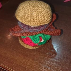 Horgolt hamburger, Szerepjáték, Játék & Gyerek, Horgolás, Varrás, Akril fonalból horgolt hamburger. Bármelyik babakonyha elmaradhatatlan terméke. Teljesen biztonságos..., Meska