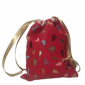 Karácsonyi zsák (kicsi), Karácsony & Mikulás, Karácsonyi csomagolás, Varrás, Karácsonyi mintás pamutvászonból készült zsák selyem szalaggal, mikulásra, karácsonyra.\n\nMérete: kb...., Meska