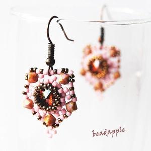 Rózsatánc, Ékszer, Lógós fülbevaló, Fülbevaló,  Saját ötletem alapján készült fülbevaló, melyet a lágyabb színek kedvelőinek ajánlok.  Egy 8 mm-es ..., Meska