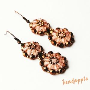 Rózsa-bronz fülbevaló, Ékszer, Lógós fülbevaló, Fülbevaló, Nagyon szép bronzos, és halvány púder rózsaszín gyöngyökből fűztem ezt a fülbevalót, mely a romantik..., Meska
