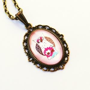Baglyos-rózsaszín, Ékszer, Nyaklánc, Medálos nyaklánc, Baglyos képet tettem üveglencse alá, rózsaszín háttéren, hogy csajosabb legyen. :)  Bagolyimádóknak ..., Meska