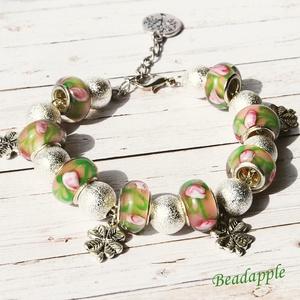 Szerencse-virág, Ékszer, Karkötő, Bogyós karkötő, Pandora stílusú rózsaszín virágmintás lámpagyöngyökből, ezüst színű fém golyókból készült a karkötő,..., Meska