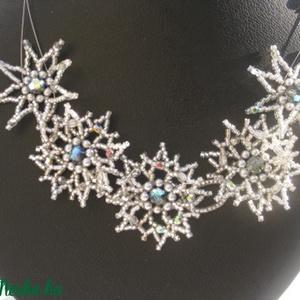 Emerita - ezüst csillagos gyöngyékszer, Ékszer, Nyaklánc, Gyöngyös nyaklác, Ékszerkészítés, Gyöngyfűzés, gyöngyhímzés, Ezüstszínű delica gyöngyökből és szürke Swarowski kristálygyöngyökből illetve tekla gyöngyökből fűzö..., Meska