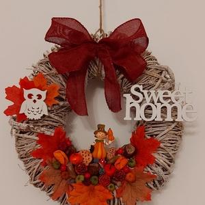 Sweet Home őszi ajtókopogtató, Otthon & Lakás, Dekoráció, Ajtódísz & Kopogtató, Mindenmás, Virágkötés, Vessző koszorút díszítettem sütőtökös kerámia figurával, száraz termésekkel és fa bagoly figurával. ..., Meska