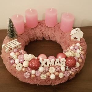 Rózsaszín szörmés adventi koszorú, Otthon & Lakás, Karácsony & Mikulás, Adventi koszorú, Mindenmás, Virágkötés, Rózsaszín szőrmés adventi koszorú. Nem túl giccses, nagyon kellemes színösszeállításban készítettem...., Meska