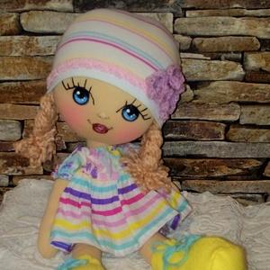 Szivárvány baba, Baba, Baba & babaház, Játék & Gyerek, Baba-és bábkészítés, Varrás, 40 cm magas természetes alapanyagokból készült puha, könnyű textilbaba.\nArcát festettem, szempilláit..., Meska