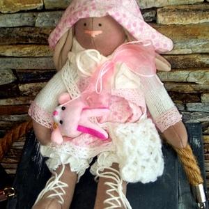 Tilda nyuszi, Nyuszi, Plüssállat & Játékfigura, Játék & Gyerek, Baba-és bábkészítés, Varrás, 30 cm magas , természetes alapanyagokból készült, ültethető textilnyuszi. \nOrrocskáját hímeztem.\nPuh..., Meska