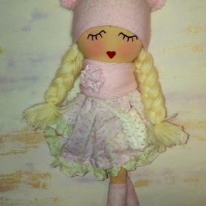Fodroska, Gyerek & játék, Játék, Játékfigura, Plüssállat, rongyjáték, Baba-és bábkészítés, Varrás, 43 cm magas ültethető, könnyű , puha textilbaba.\nHaja fonal, szempilláit hímeztem.\nA baba rózsaszín ..., Meska