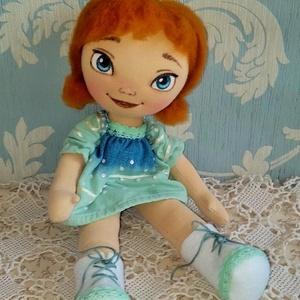 Jégvarázs Anna, Gyerek & játék, Játék, Játékfigura, Plüssállat, rongyjáték, Baba-és bábkészítés, Varrás, 35 cm magas textilbaba. A Jégvarázs kicsi Annáját készítettem el természetes alapanyagok felhasználá..., Meska