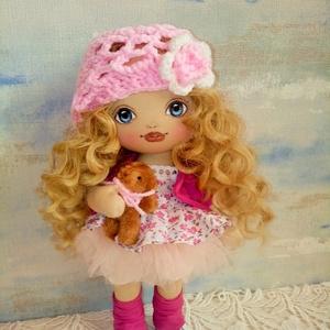 Rózi baba, Játék & Gyerek, Baba & babaház, Baba, Baba-és bábkészítés, Varrás, 30 cm magas, egyedi készítésű textilbaba.\nArcát kézzel festettem.\nHaja gyönyörű hullámos babahaj.\nRu..., Meska