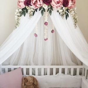 Virágkoszorúval díszített exkluzív baldachin, Otthon & Lakás, Lakástextil, Rácsvédő & Baldachin, Varrás, Mindenmás, Gyönyörű selyemvirágokkal díszített baldachin, melyet babaágy/gyermekágy fölé, vagy gyerekszobába ki..., Meska
