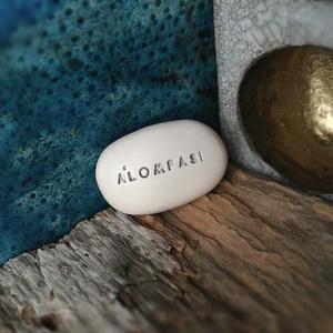 ÁLOMPASI - Varázskavics ezüst, Otthon & lakás, Lakberendezés, Ékszerkészítés, Kerámia, Különleges üzenet kavics vagyok. Beleférek a tenyeredbe, a zsebedbe, varázserőm van és motivállak. É..., Meska