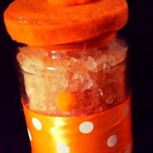 Dekoratív fürdősó édes narancs illattal, Táska, Divat & Szépség, Szépség(ápolás), Fürdőszobai kellék, Kozmetikum, Kozmetikum készítés, Dekoratív fürdősó, kézzel készült csomagolásban. Ajándéknak is tökéletes. \nHimalája sóból készült, 1..., Meska