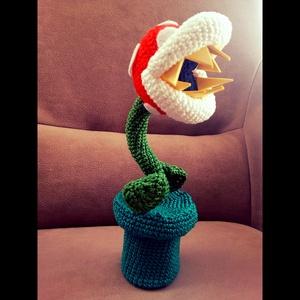 Super mario piranha növény , Játék & Gyerek, Plüssállat & Játékfigura, A videójátékból ismert Super Mario piranha növényét készítettem el horgolással. Rajongóknak kötelező..., Meska