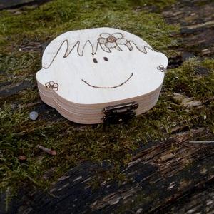 Tejfogtartó doboz lányoknak személyes adatokkal (Beecreative) - Meska.hu