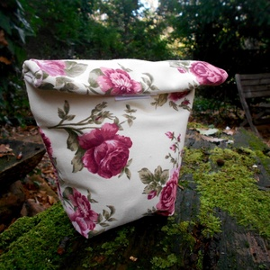 Bordó virágos uzsonnás zsák vízhatlan béléssel, Táska & Tok, Ebéd tasak, doboz, Uzsonna- & Ebéd tartó, Bordó virágos, lemosható béléssel ellátott uzsonnás zacskó.  A kívül vászonból, belül impregnált, ví..., Meska
