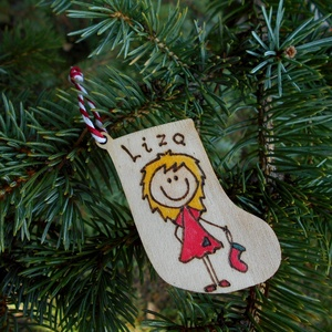 Ajándékkísérő, Személyre szabott, Otthon & Lakás, Karácsony & Mikulás, Karácsonyfadísz, Kézzel égetett karácsonyi ajándékkísérő.  Kérheted bármilyen névvel. A figura tulajdonságait (hajszí..., Meska